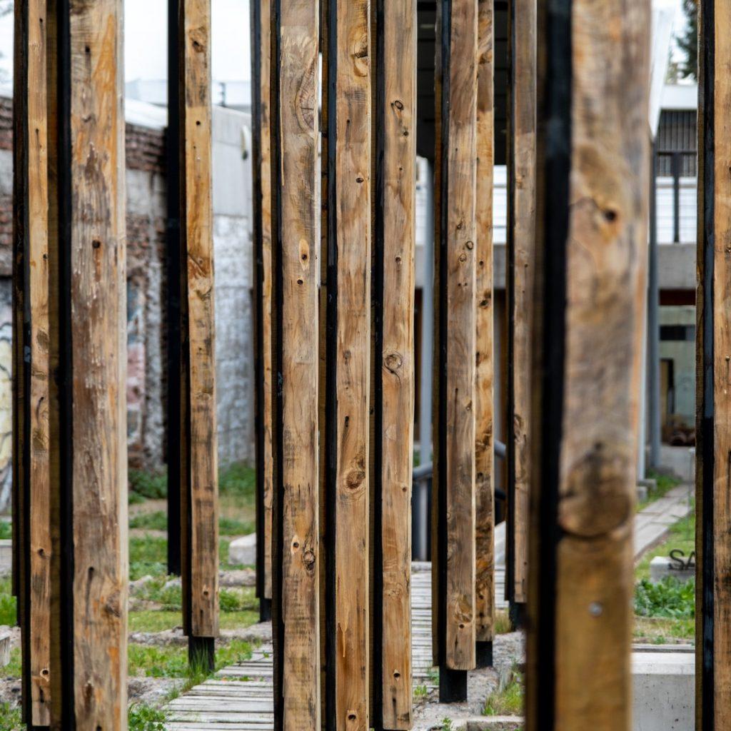 Pilares de la Casa Memoria José Domingo Cañas